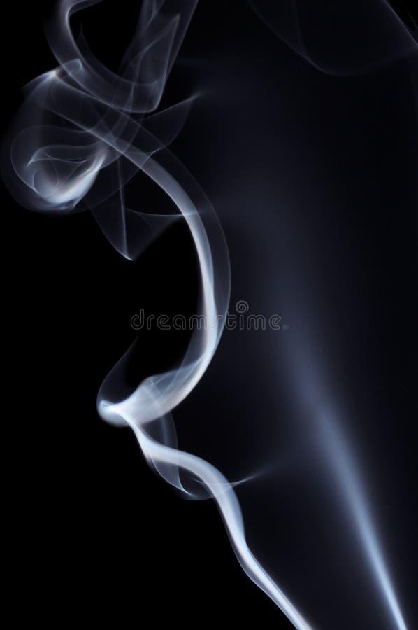 czarny dym niebieski tła zdjęcie stock