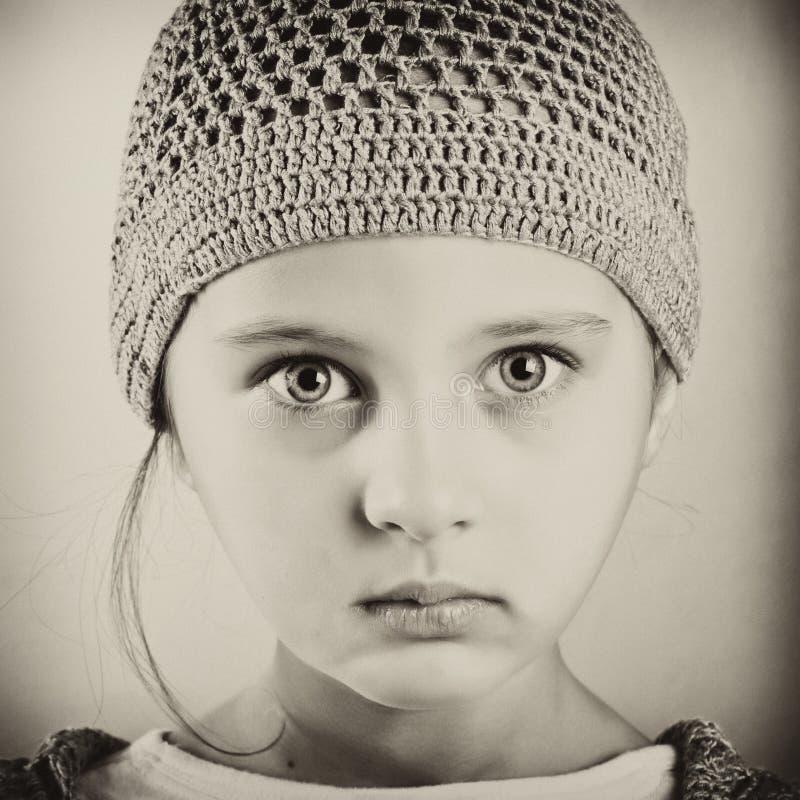 czarny dziewczyny portreta biel zdjęcie stock