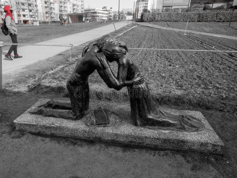 Czarny i biały wyczulona Berlin uliczna architektura, holokausta zabytek obraz royalty free
