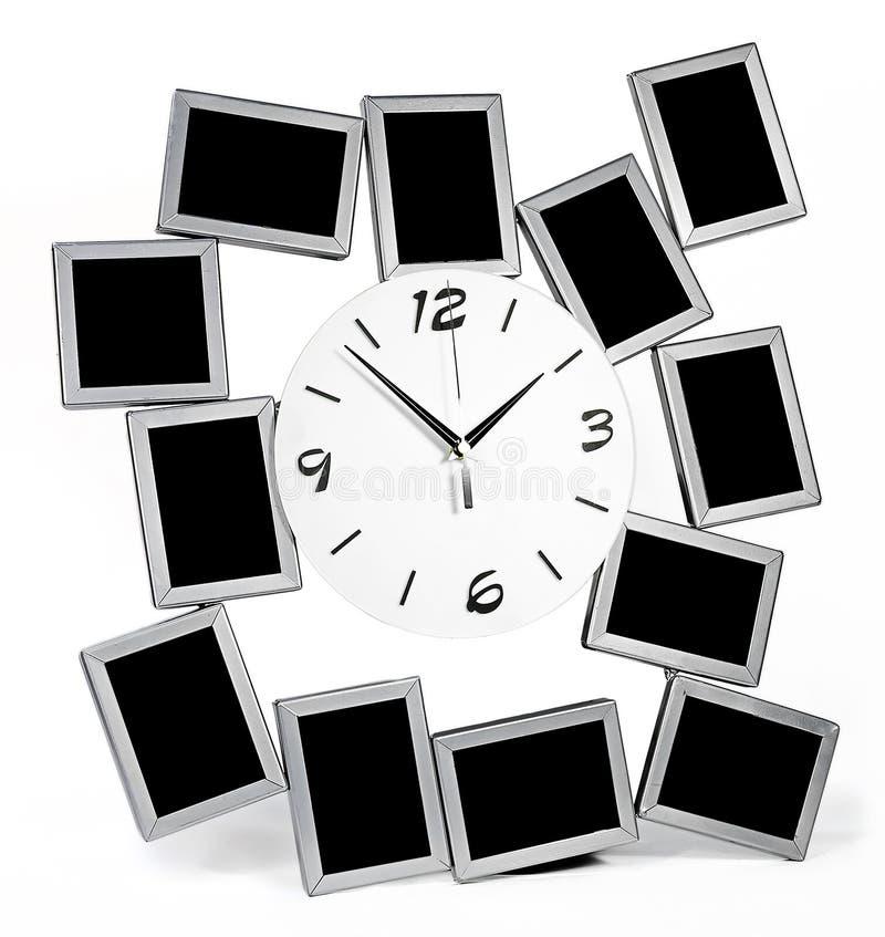 Czarny i biały ścienny zegar z dwanaście fotografii ramami ustawiać ilustracji