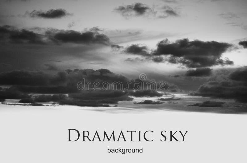 Czarny i biały dramatyczny nocne niebo obraz royalty free