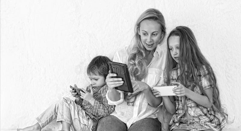 Czarny i biały fotografia, gadżet, technologia, czas wolny, dziewczyna, dziecko, fotografia stock