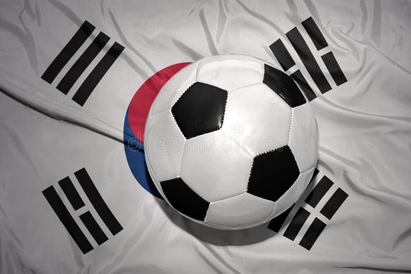 Czarny i biały futbolowa piłka na flaga państowowa południowy Korea fotografia royalty free