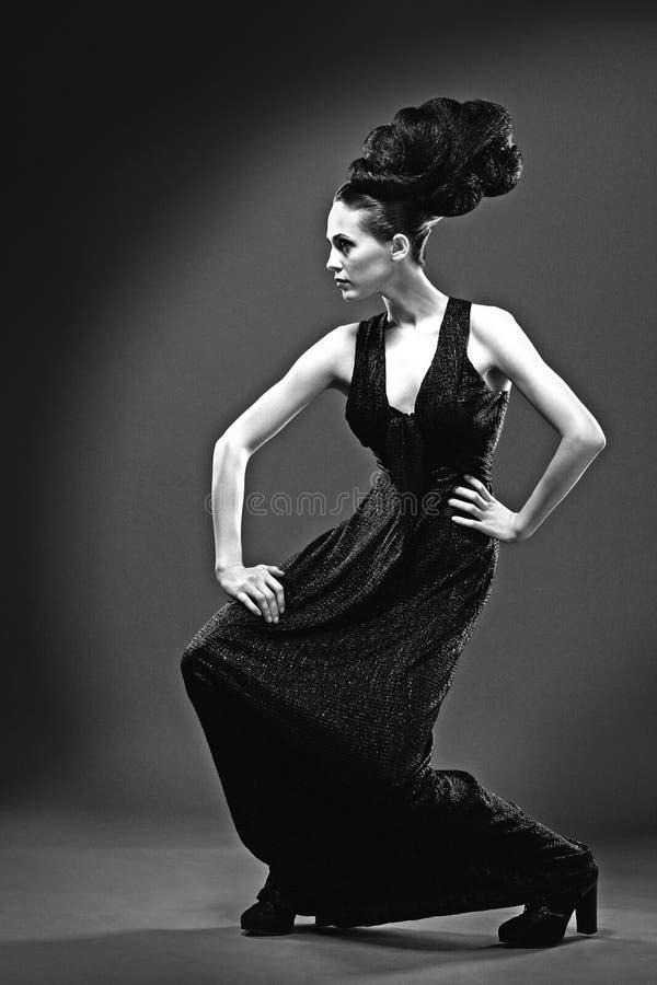 Czarny i biały mody fotografia piękna brunetka obrazy stock