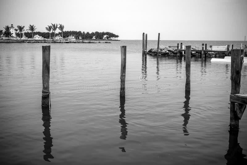 Czarny I Biały molo i ocean fotografia stock