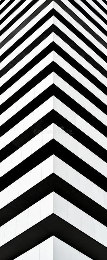 Czarny i biały nowożytnego budynku pionowo fasada Doskonalić dla tapety, opakowanie, tkanina, tło, szablon, druki, sztandary obrazy stock