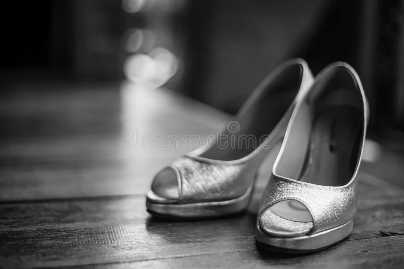 Czarny i biały panna młoda ślubu buty obraz royalty free