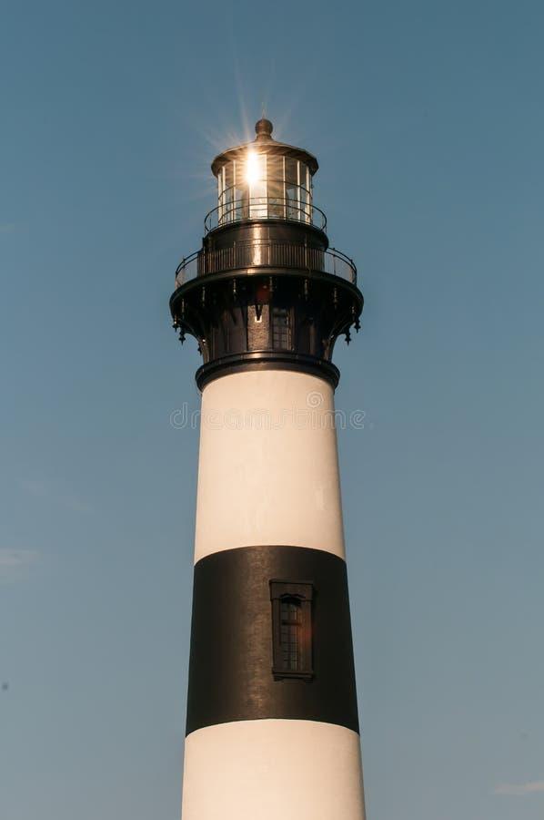Czarny i biały pasiasta latarnia morska przy Bodie wyspą na zewnętrznym zdjęcie stock