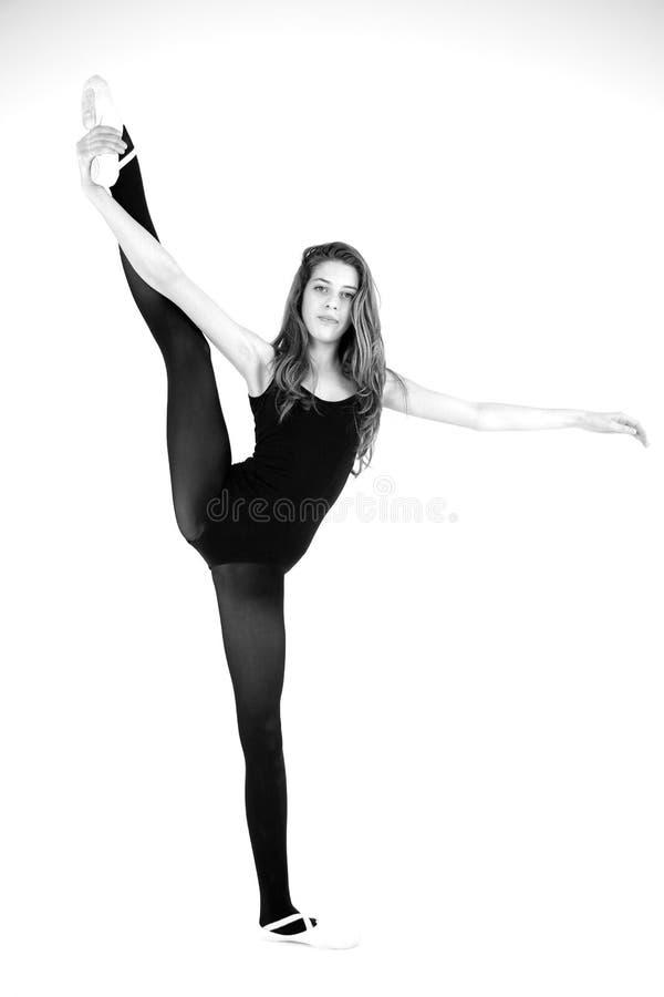 Czarny i biały portret żeński tancerza pozować zdjęcia stock