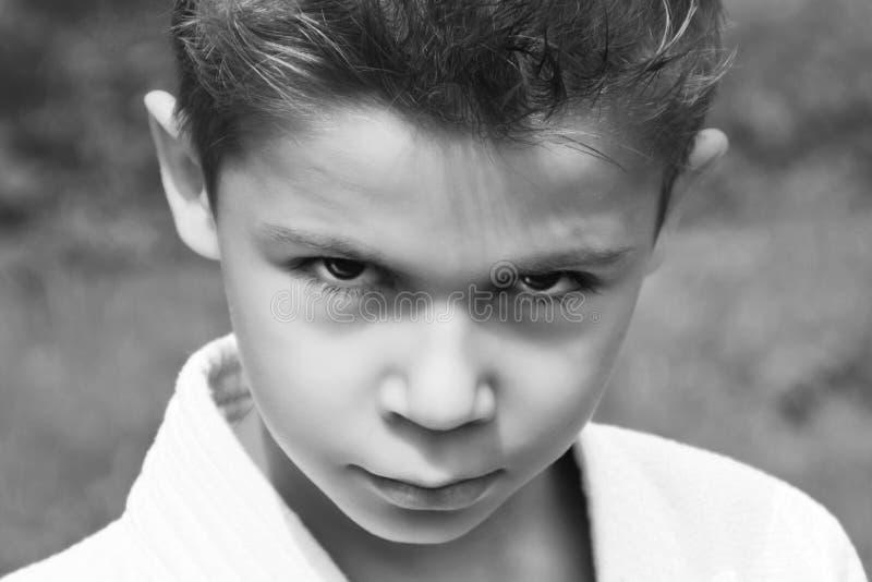 Czarny i biały portret poważna chłopiec w kimonie obraz royalty free
