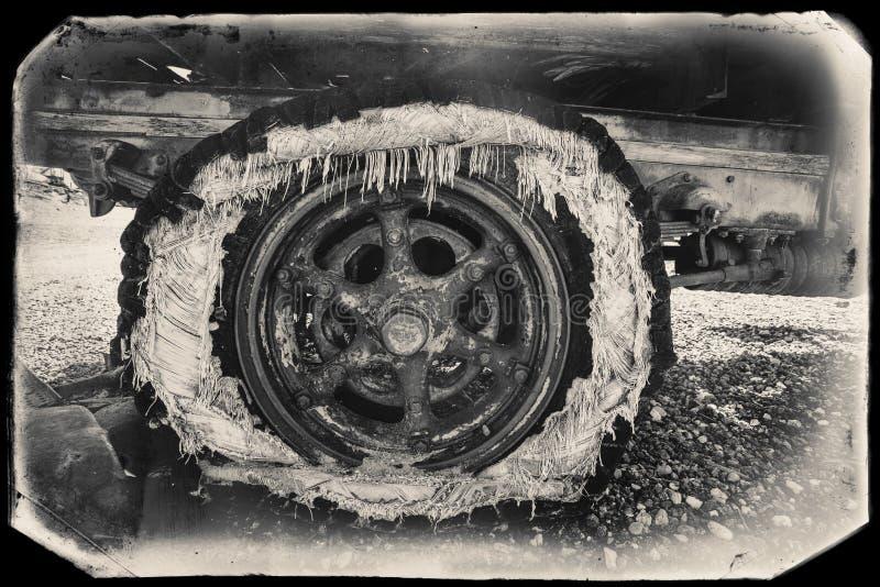 Czarny I Biały Sepiowa rocznik fotografia Stary Rdzewiejący samochód w junkyard przy Goldfield fotografia royalty free
