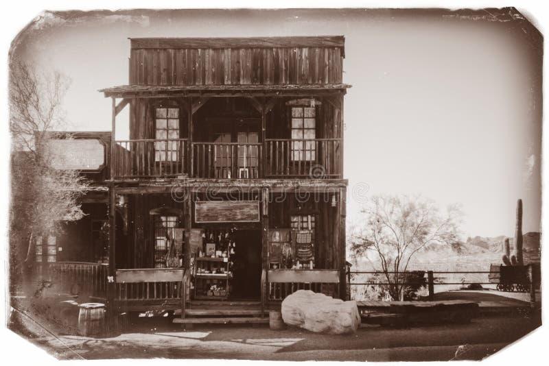 Czarny I Biały Sepiowa rocznik fotografia Stary Zachodni Drewniany budynek w Goldfield kopalni złotej miasto widmo w Youngsberg obrazy stock