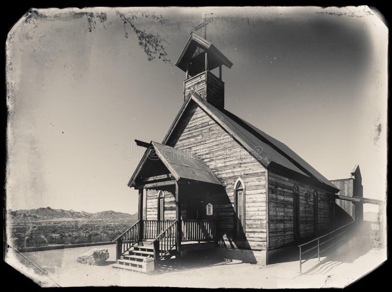 Czarny I Biały Sepiowa rocznik fotografia Stary Zachodni Drewniany kościół w Goldfield kopalni złotej miasto widmo w Youngsberg zdjęcia royalty free