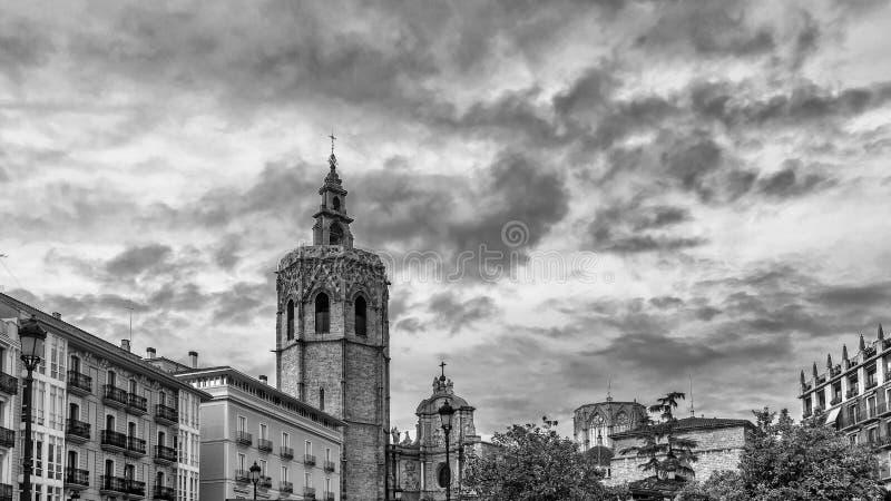 Czarny i biały widok centrum Walencja i Miguelete górujemy, Hiszpania obrazy royalty free
