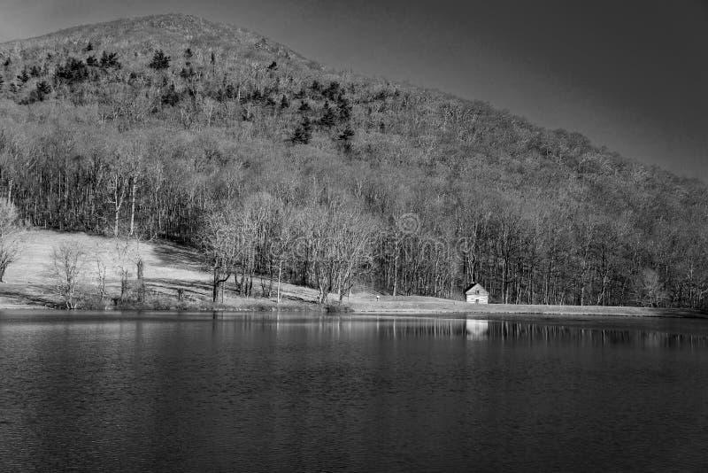 Czarny I Biały wizerunek beli kabina przy bazą Płaska góra obrazy stock