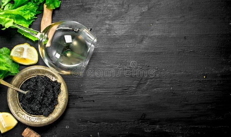 Czarny kawior z białym winem i ziele obraz royalty free