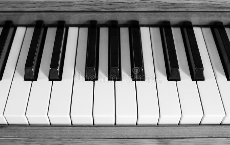 czarny kluczy fortepianowy biel zdjęcie royalty free