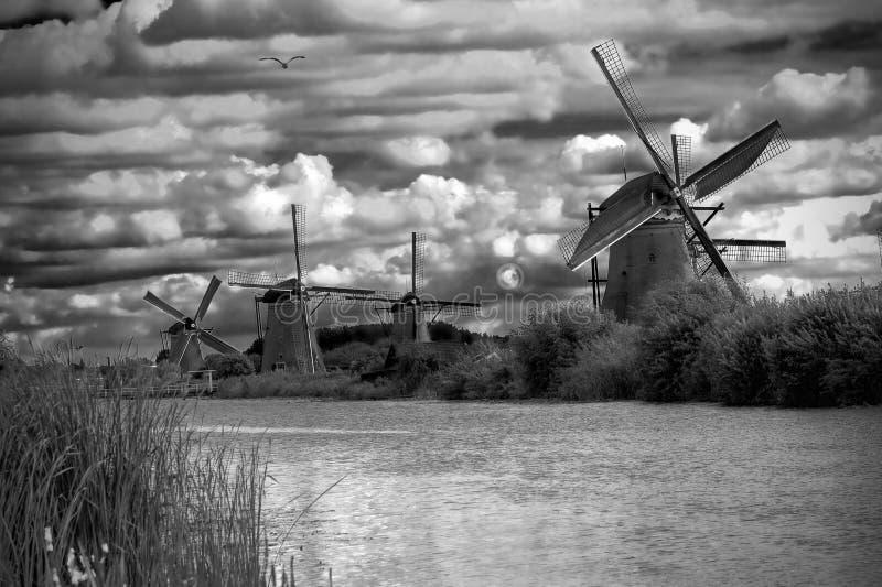 czarny krajobrazowy biały wiatraczki obrazy stock