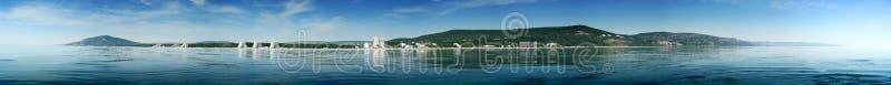czarny krajobrazowy panoramy kurortu morze obraz stock