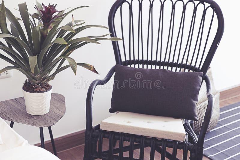 Czarny krzesło okno obraz royalty free