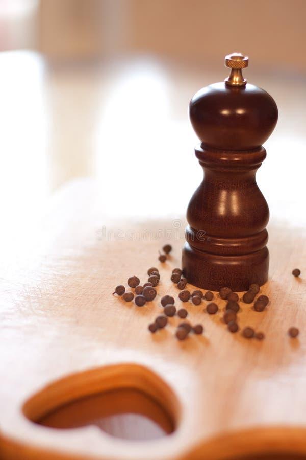 czarny młynu pieprzu drewno zdjęcie stock