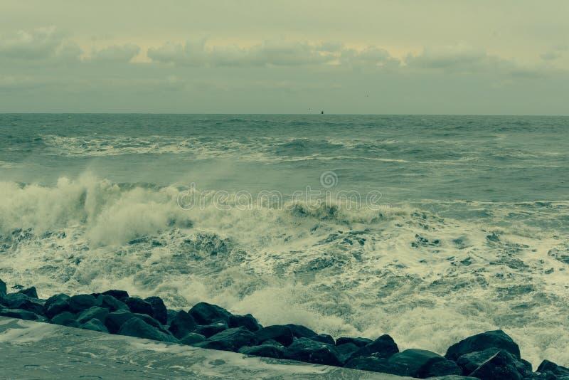 Czarny morze, nieznacznie burzowy zdjęcie stock