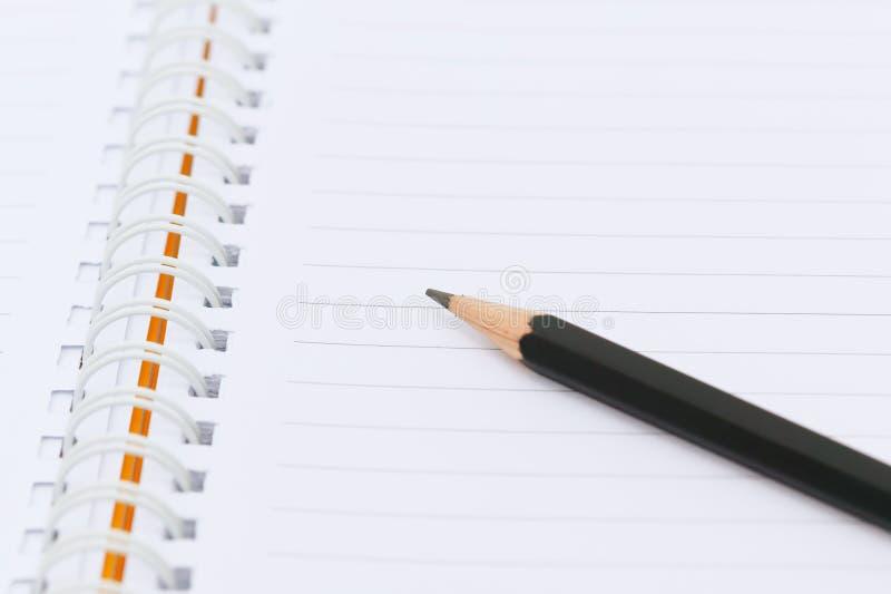 Czarny ołówek na papierze zdjęcia stock