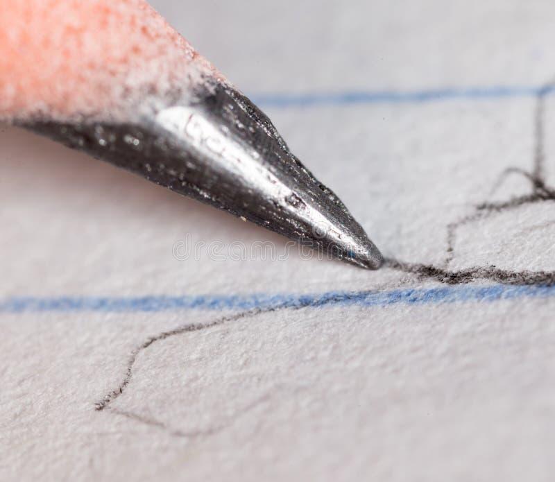 Czarny ołówek na papierze Makro- zdjęcia royalty free