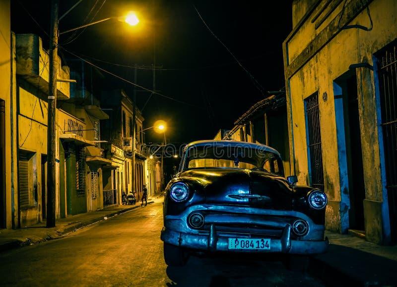 Czarny oldtimer w backstreet w Santiago de Cuba zdjęcia royalty free
