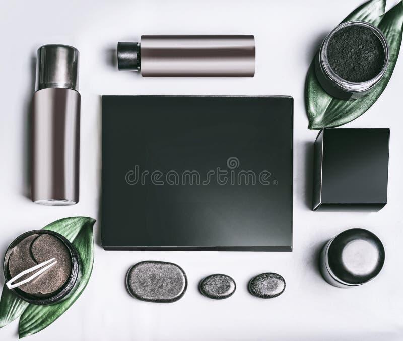 Czarny piękna pudełko i różnorodny kosmetyczny produkt w czarny, brąz i słojach i butelkach z oznakować egzamin próbnego w górę O obraz royalty free