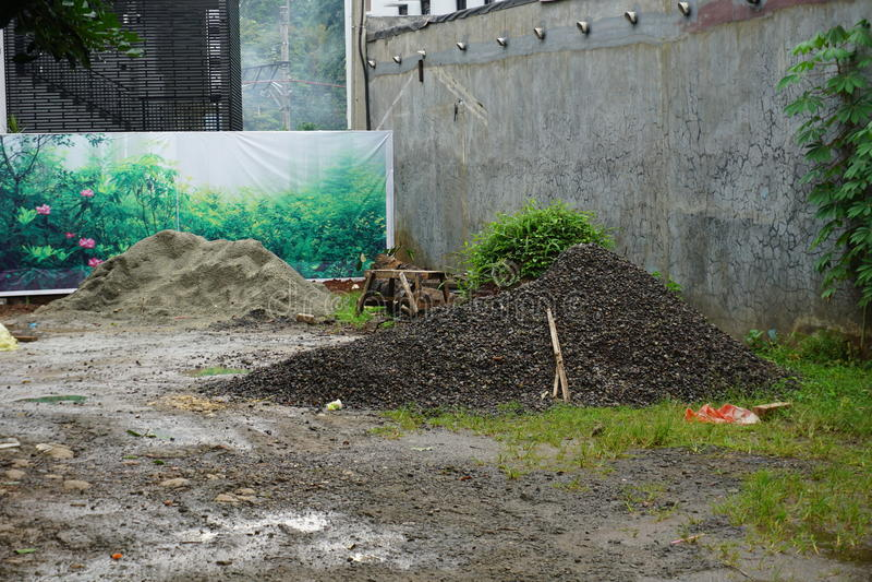 Czarny piasek na budowie w depok Indonesia fotografia royalty free