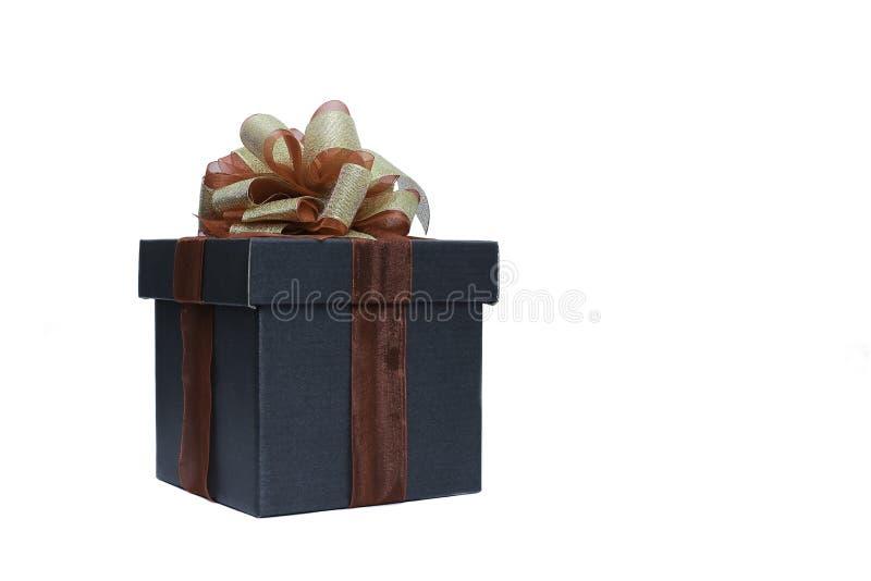 czarny prezenta pudełko dla teraźniejszości z odosobnionym na białym tle zdjęcia royalty free
