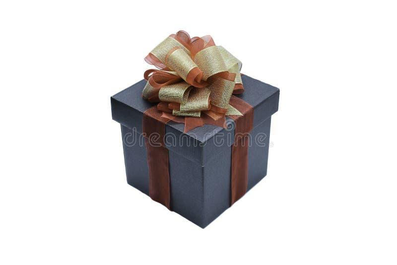 czarny prezenta pudełko z faborkiem i łęk dla teraźniejszości pojedynczy białe tło zdjęcie stock