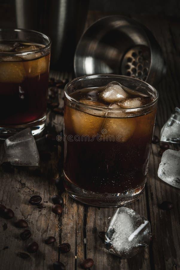 Czarny Rosyjski koktajl z ajerówki i kawy trunkiem zdjęcie royalty free