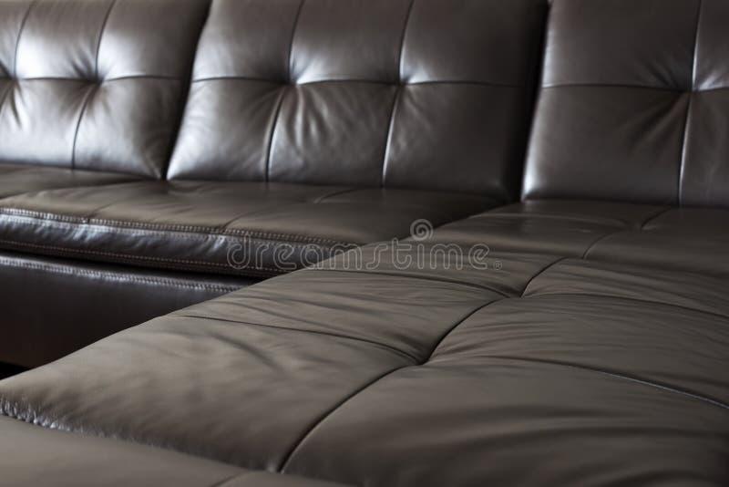 czarny rzemienna kanapa obrazy stock