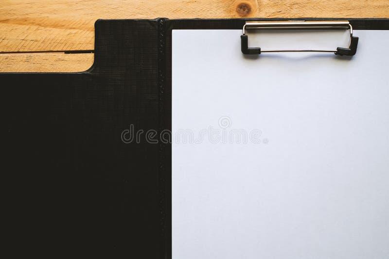czarny schowka papieru biel zdjęcie stock