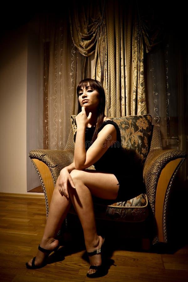 czarny smokingowa seksowna kobieta zdjęcie royalty free