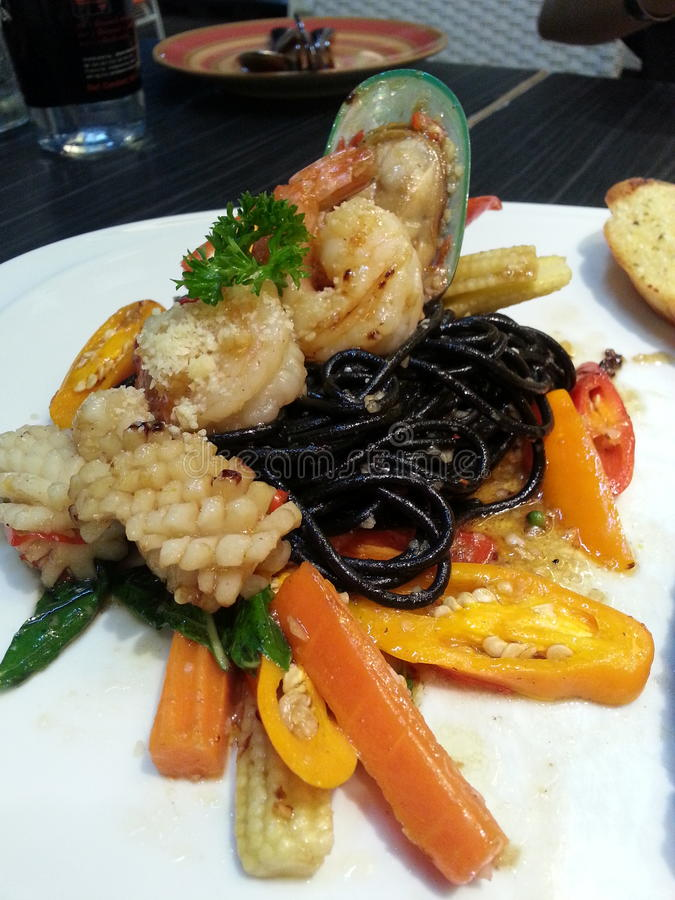 czarny spaghetti zdjęcie stock