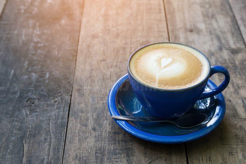 czarny stolik do kawy biel drewno zdjęcia stock