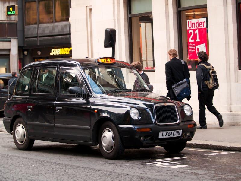 Czarny taxi samochód w Londyn zdjęcia royalty free