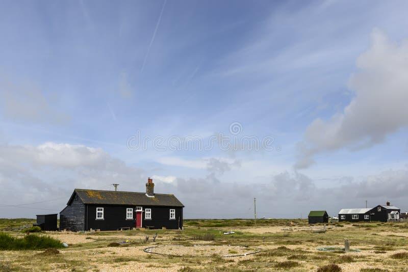 Czarny wakacyjny bungalow przy Dungedness zdjęcie stock