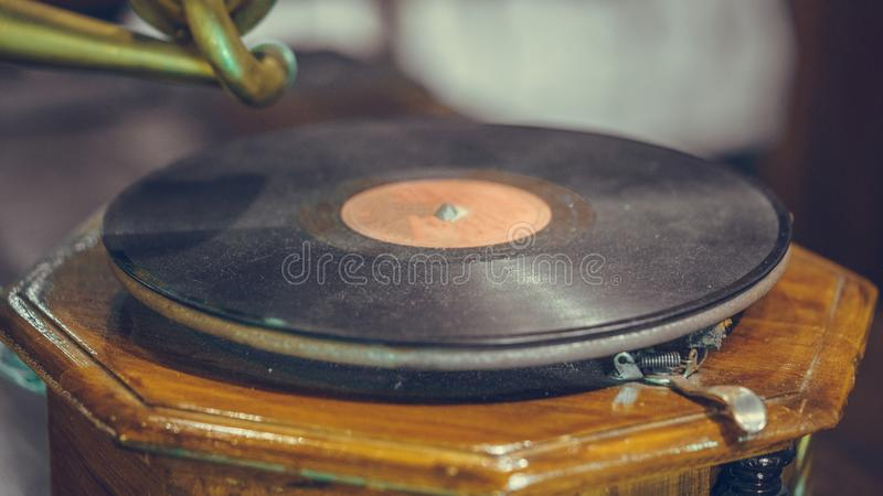Czarny Winylowy muzyka rejestru fonograf zdjęcie stock