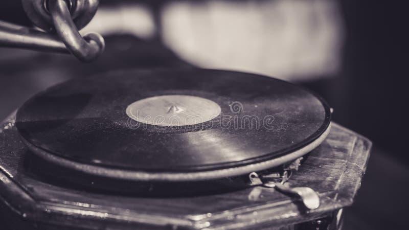 Czarny Winylowy muzyka rejestru fonograf zdjęcia stock