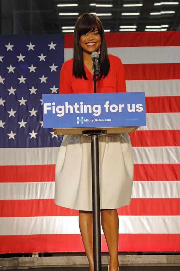 Czarny zwolennik Hillary Clinton kampanii wiec dla prezydentury zdjęcie stock