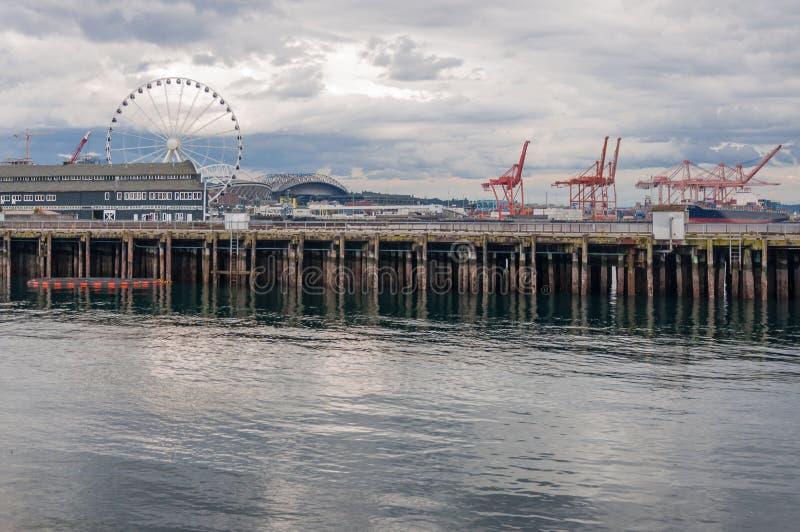 Czarodziejski koło, port, żurawie i molo, zdjęcie royalty free