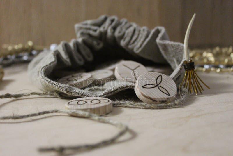 Czarownic runes i bieliźniana kieszonka obrazy stock