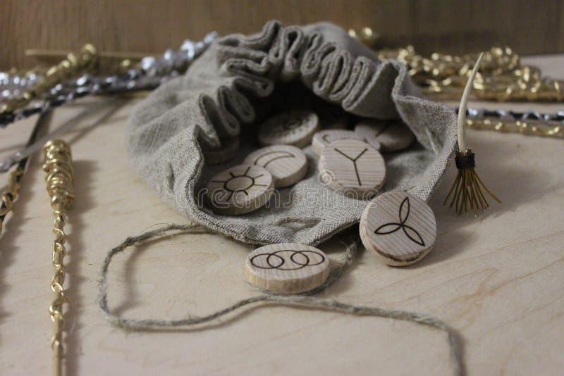 Czarownic runes i bieliźniana kieszonka zdjęcie royalty free
