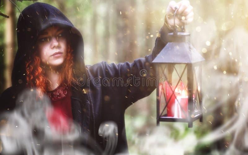 Czarownica rytuał w lesie fotografia stock
