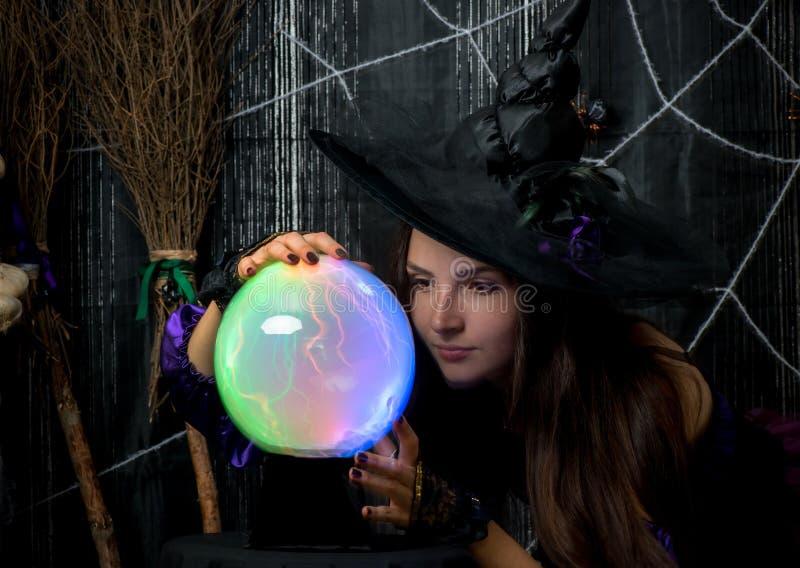 czarownica w kapeluszu z piłką przeznaczenie fotografia royalty free