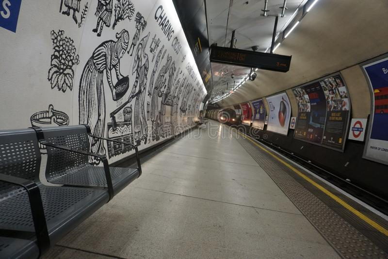 Czas Oczekiwania na Londyńskiej Podziemnej stacji metrej zdjęcie royalty free